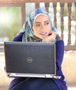 Hosna Shahin w Laptop